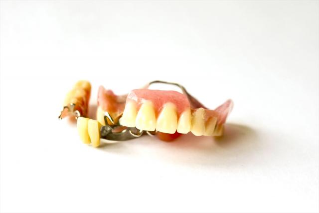 部分入れ歯での異物感